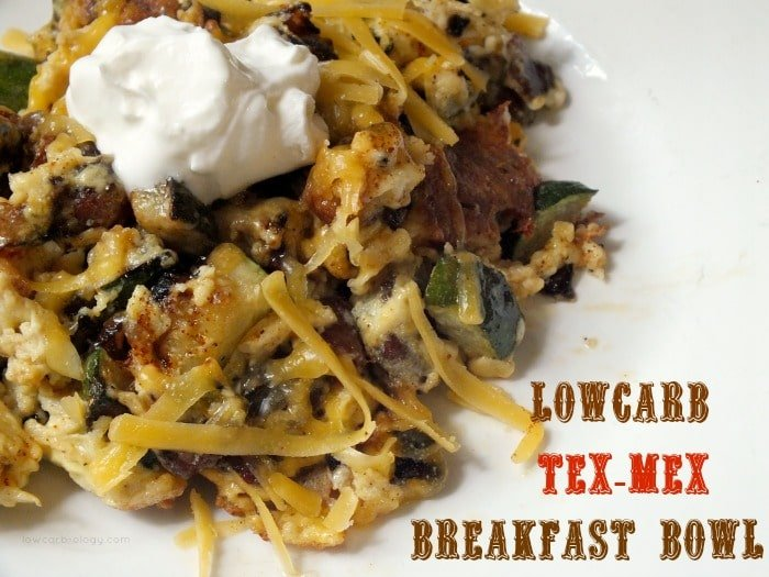 One of my favorite breakfasts! lowcarb tex-mex breakfast bowl|lowcarb-ology.com