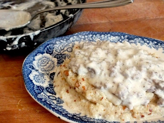 feature image low carb grits and gravy|lowcarb-ology.com