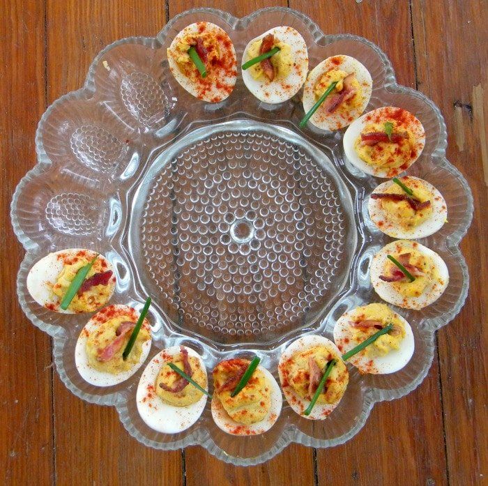 deviled eggs with chipotle and bacon|lowcarb-ology.com