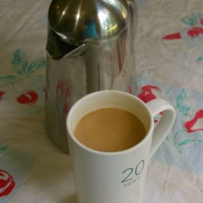 low carb caramel macchiato is easy and delicious lowcarb-ology.com