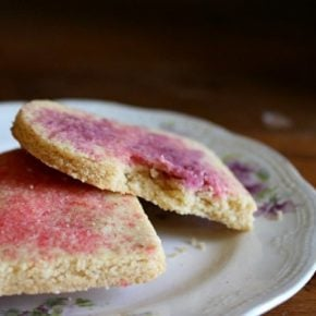 low carb vanilla bean sugar cookies are crumbly,buttery goodness -- and so pretty! lowcarb-ology.com