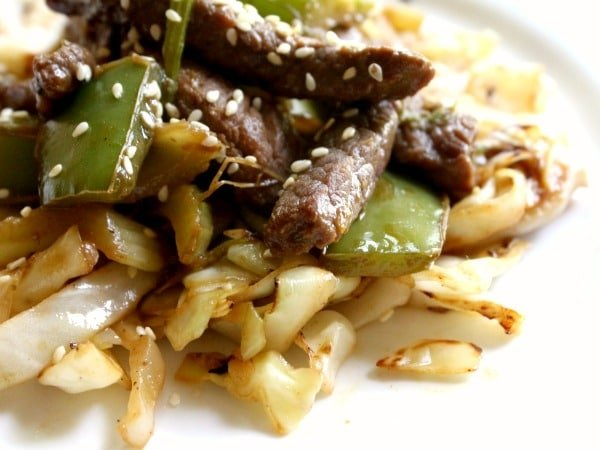 low carb spicy beef lo mein with just 4.9 carbs per servings -- quick and easy! Lowcarb-ology.com