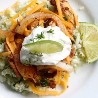low carb fajita chicken bowl is a quick way to handle those Tex Mex cravings.