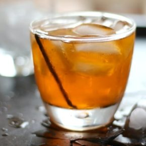Low carb vanilla old fashioned is easy to make and so yummy! From Lowcarb-ology.com