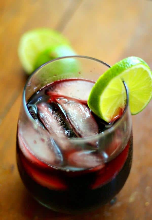 Low carb red sangria recipe is easy to make. Perfect for summer. lowcarb-ology.com
