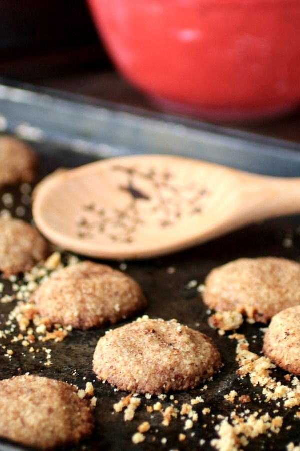 If you're looking for an easy, low carb Christmas cookie recipe you've found it right here! From Lowcarb-ology.com