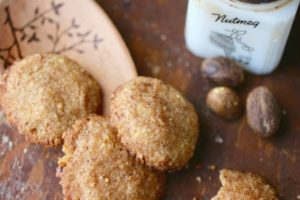 Low Carb Christmas Cookies: Nutmeg Butter Balls